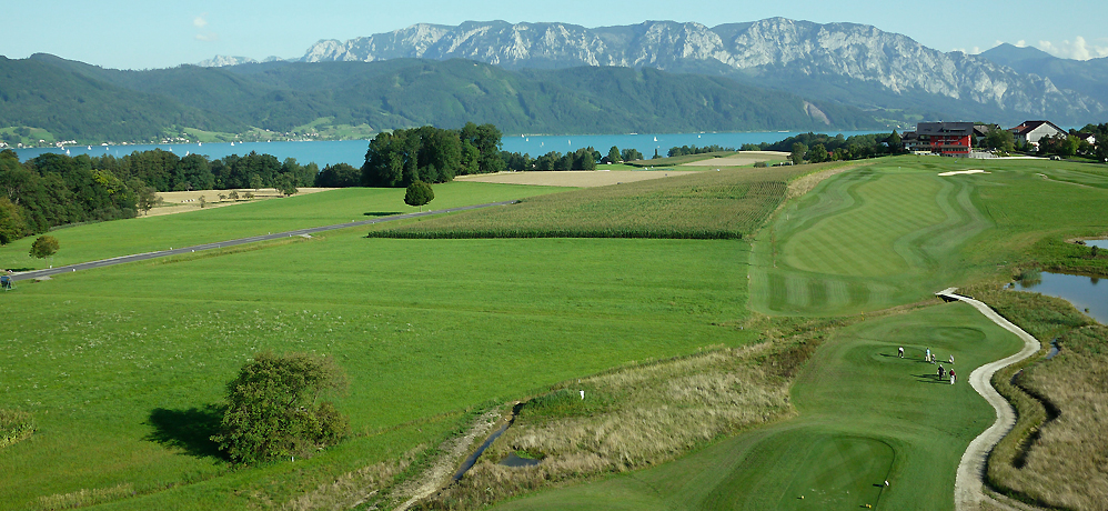 Golfen mit Ausblick auf den Attersee